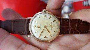 Đồng hồ omega nam/nữ vỏ vàng kim rốn mặt tổ ong xưa chính hãng
