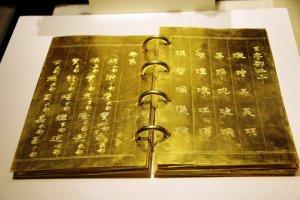 Nhung-bao-vat-cua-Vua-chua-tu-trieu-Gia-Long-cho-den-trieu-Bao-Dai (6).jpg