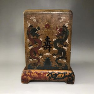 Hộp đựng ấn cổ sơn mài song long thời Càn Long .Kích thước:23×17×17cm,nặng 1kg1.