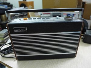 HCM - Q10 - Bán radio Robert R727. England
