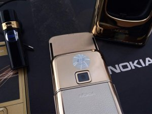 Nokia-8800-Gold-Arte-chiec-dien-thoai-duoc-doanh-nhan-ua-chuon (5).jpg
