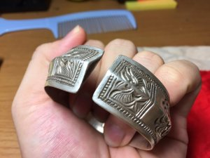 vòng tay bằng bạc cổ phụ nữ tày Đông Bắc