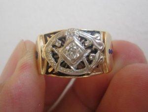 Nhẫn Masonic vàng 10K 02 màu (vàng trắng – vàng vàng) đính hột viên xoàn thiên nhiên 3.6 ly.