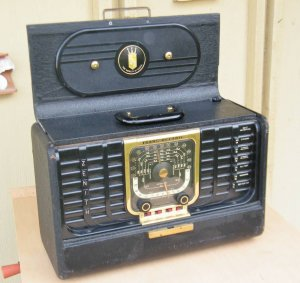 Radio cổ 1949 hiệu Zenith TransOceanic