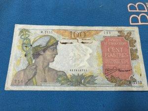 vài tờ tiền giấy
