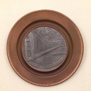 Đĩa kim loại San Francisco, dk 20cm, giá 500k