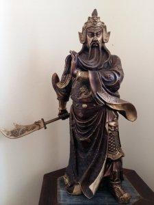 Nhượng lại tượng đồng Quan Vũ đứng cầm đao cao 50cm