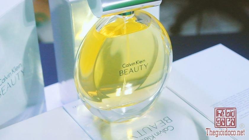 Nuoc-Hoa-Calvin-Klein-Beauty (21).jpg