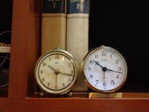 Bán 2 chiếc đồng hồ báo thức của Đức