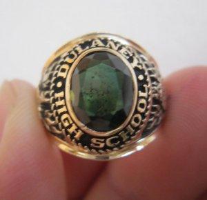 Nhẫn 10K, hột xanh ve, họa tiết rất nét, size 17.5, năm 1969.