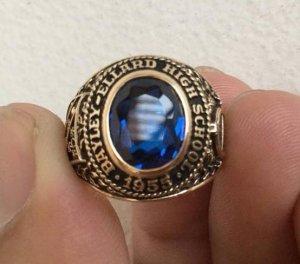 Nhẫn 10K, hột xanh topaz, họa tiết rất nét, size 17.5, năm 1955.