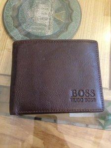 Ví da thật nam hiệu Hugo Boss màu nâu ít dùng còn mới