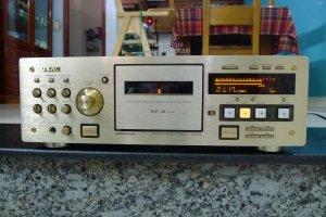 TEAC V-6030S Gold