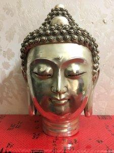 Phật thủ rất đẹp và thần thái...Mời các bác hữu duyên! Chất liệu: Đồng tráng bạc. Kích thước: Cao 21