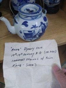 Ấm trà cổ.