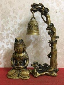 Combo một bức tượng phật và một chiếc chuông treo cực đẹp( Hình ảnh nói lên tất cả)...Giá êm cho các