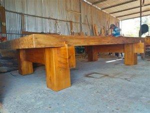 Bộ Ngựa gỗ Dổi rắc . Làm theo phong cách hiện đại nhằm giữ gỗ.