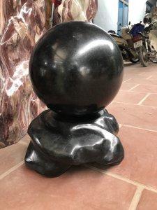 MS 9089.Cầu đá màu đen tự nhiên,đường kính 33cm