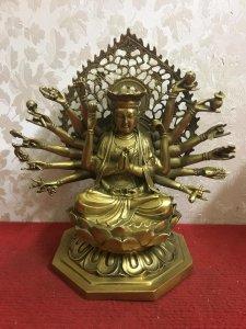 Giao lưu bức tượng Phật Chuẩn đề rất đẹp và thần thái. Mời các bác hữu duyên! Chất liệu: Đồng đúc. K