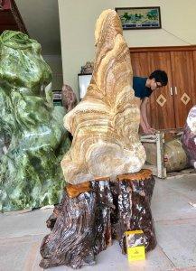 Cây đá Mồ Côi can xít vàng chất ngọc, hàng tự nhiên, không đụng dao kéo