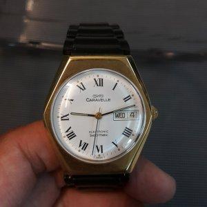 Đồng hồ Caravelle bọc vàng mặt lục giác