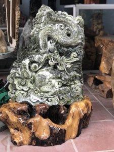 MS 9109.Tác phẩm Rồng đá tự nhiên,đục tay sắc nét,cao 89cm(khuyến mại cả đế gỗ đẹp)