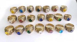 Nhẫn đồng đính đá quý nhìn như...