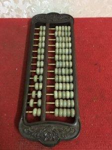 Giao lưu với các Bác chiếc bàn tính hàng cũ xưa, khung gỗ các hạt tính bằng đá soi thông đèn, các qu