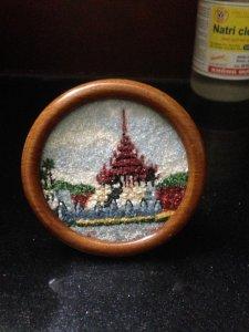 Tranh đá quý hình ngôi chùa Myanma, đk 10cm, giá 135k