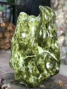 Ms 9165.Ngọc đẹp đa diện-Đá xanh ngọc tự nhiên,cao 61cm