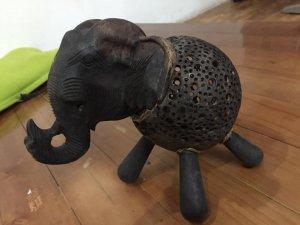Đèn chú voi bằng gỗ