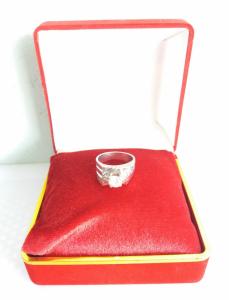 Nhẫn đính đá quý đẹp và tinh...