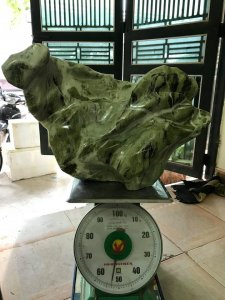 Cây đá xanh ngọc, nặng 52kg.,