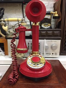 Điện thoại quay số để bản cổ ....