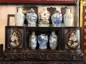 Tủ chè gỗ gụ ta cũ lâu năm