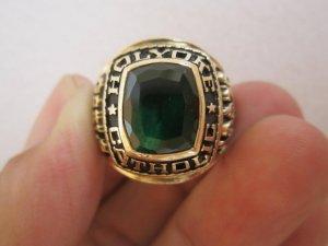 Nhẫnmỹ10K hột xanh ve hình oval rất độc và đẹp, hội vàng và phom xưa nét căng.