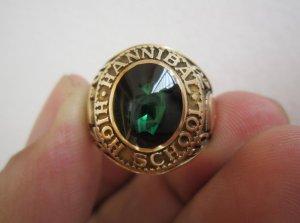 Nhẫnmỹ10K hột xanh ve mo tròn đẹp lunh linh, hội vàng và phom xưa.