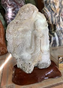 Tượng sò hóa thạch, giá 2tr500k.