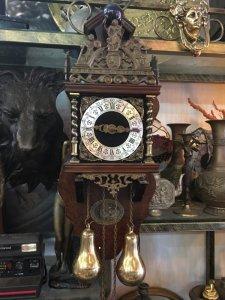 Đồng hồ treo tường Tạ lê