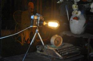 2 chiếc đèn lạ