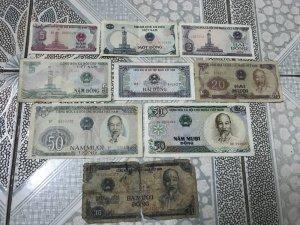 9 tờ tiền giấy