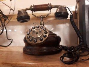 Điện thoại cổ để bàn gỗ quý