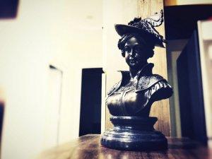 Nữ bá tước châu âu