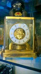 Đồng hồ để bàn Le Coultre Thụy Sĩ Lacke vàng chạy vĩnh cữu bằng thay đổi áp suất