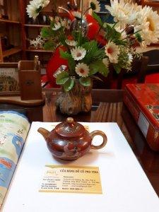 Bình trà gốm cổ Nhật in hình nude giao hoan hiếm