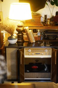 Tủ radio đĩa than Victor BR-460C
