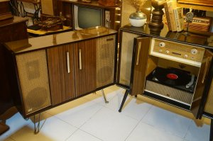 Tủ radio đĩa than Victor STL-380