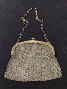 Túi xách hàng chuẩn xưa của Châu Âu