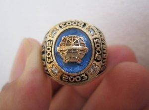 Nhẫnmỹ10K, Cảnh sát thuộc Sở Mật vụ Hoa Kỳ, hột xanh đính huy hiệu quả địa cầu.