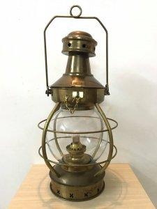 Đèn dầu Robert Vilette của Pháp và chân đèn cầy